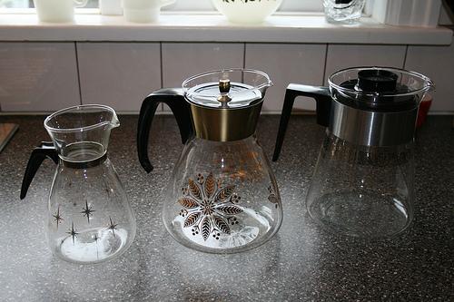 du riz et du vinaigre pour nettoyer vos carafes et bouteilles en verre. Black Bedroom Furniture Sets. Home Design Ideas