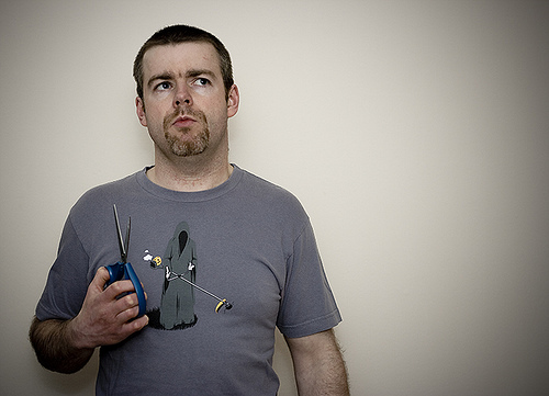 Comment nettoyer les lames de vos ciseaux si elles collent - Un ciseau ou des ciseaux ...